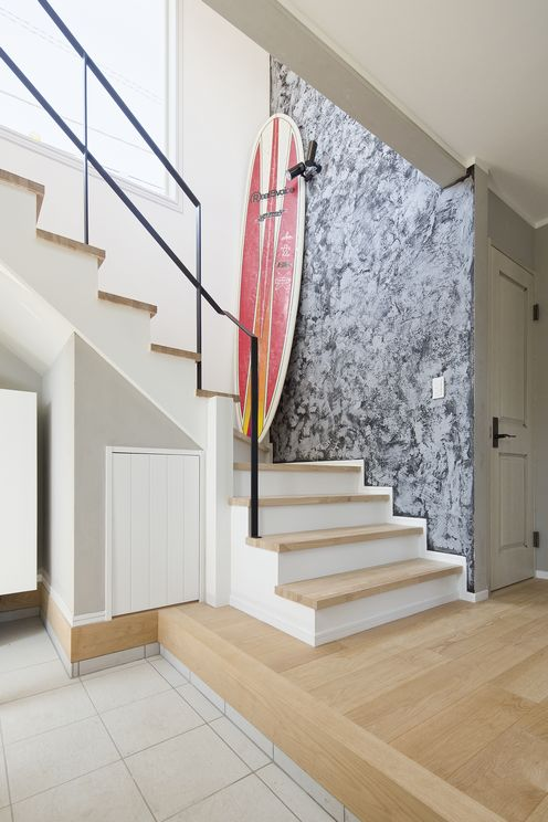 サーファーズアメリカンハウスの階段