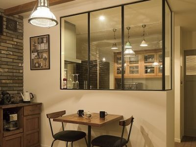 NYのカフェスタイルな家のダイニングキッチン