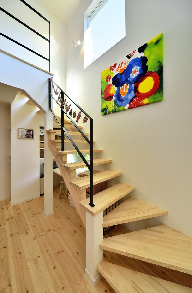 スケルトン階段がある家の階段