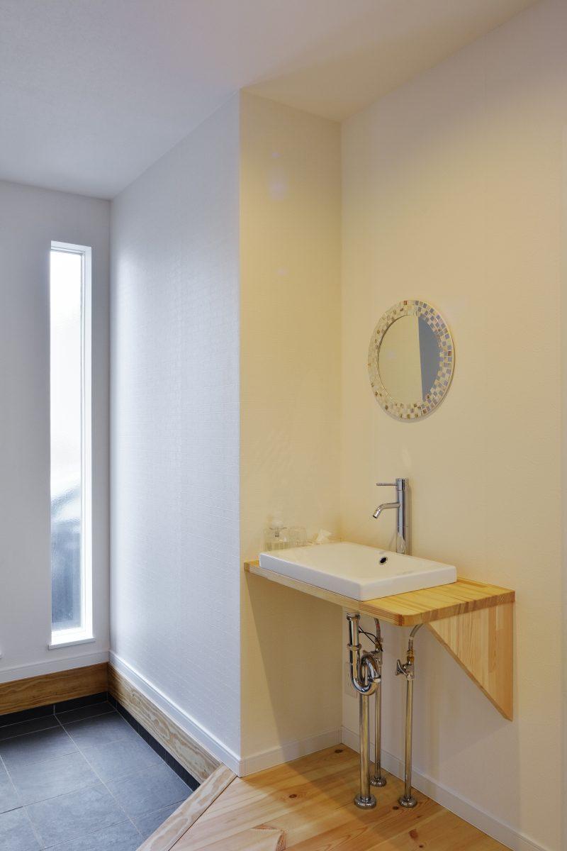 ワイドバルコニーがある家の手洗い場