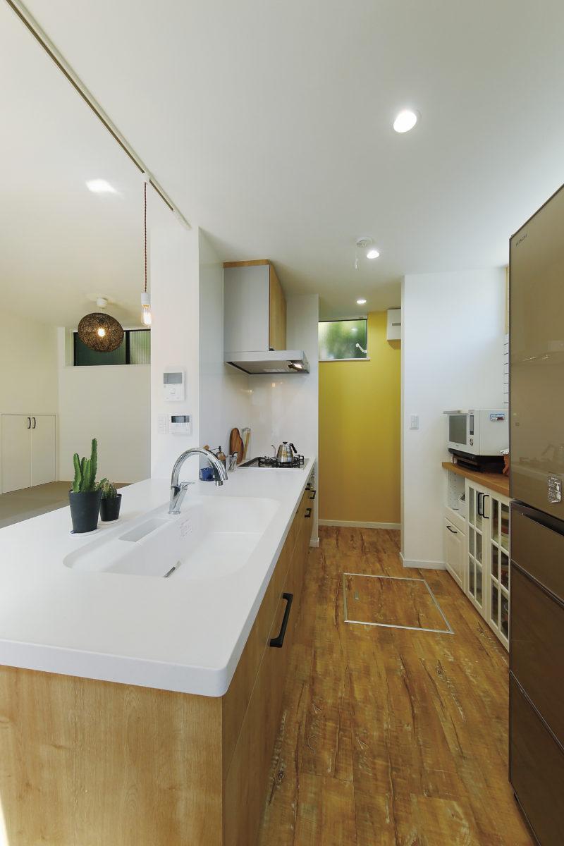 雨でも外でバーベキューができる家のキッチン